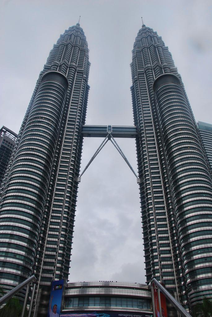 tur menara petronas rh expareto wordpress com Menara Kuala Lumpur Petronas menara petronas terletak di negara